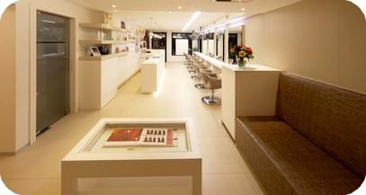 Arredamenti parrucchieri uomo donna mobili poltrone shiatsu for Arredamento reception estetica