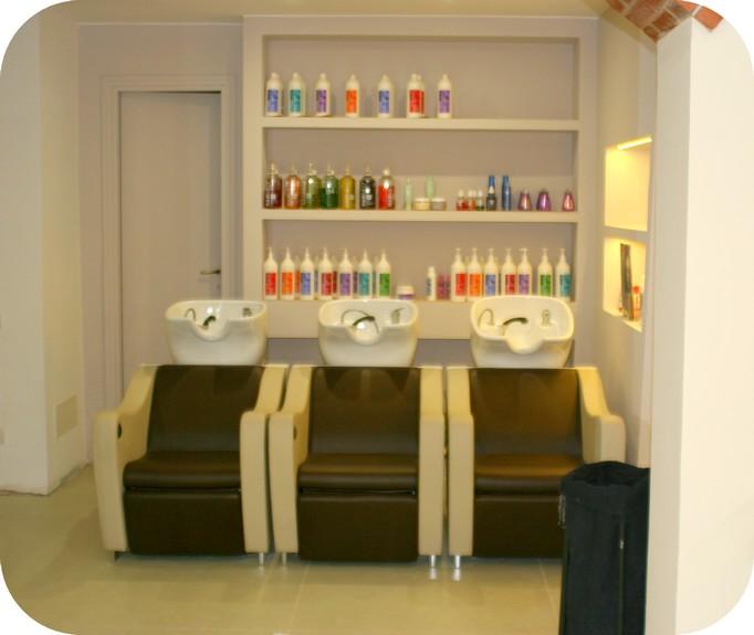 Consegna negozio salone bellezza parrucchieri for Poltrone per estetica