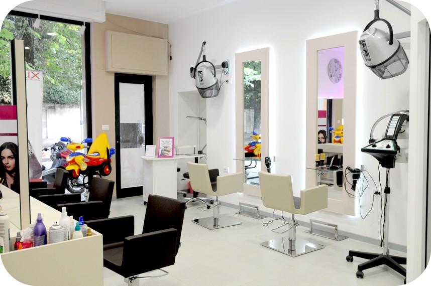 Consegna negozio salone bellezza parrucchieri for Capelli arredamenti
