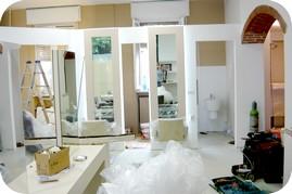 Ristrutturazione locali salone bellezza parrucchiere for Montaggio arredi