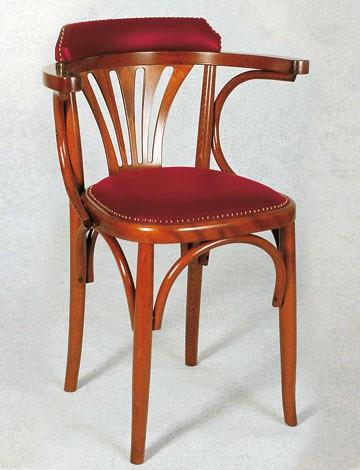 sedia in legno in stile con sedile imbottito con borchie