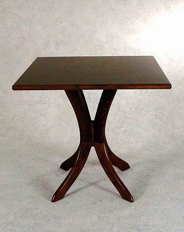 Tavolo in legno quadrato for Costo del solarium per piede quadrato