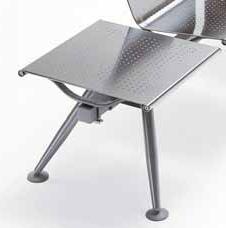 sedute panche d'attesa sala d'aspetto con tavolino