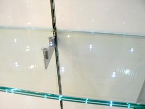 Listino prezzi vetri con illuminazione a led nel vetro for Mensole ikea vetro