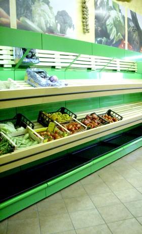 Scaffali Usati Per Negozio Di Frutta E Verdura.Scaffalature Negozi Frutta Verdura Porta Cassette Arredi