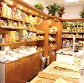 Arredamento negozi panetteria scaffalatura cesti pane madie for Arredamento per salumeria