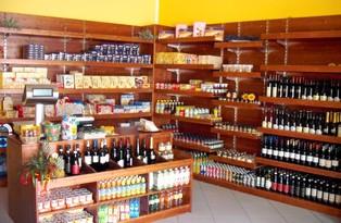 Arredi negozi frutta verdura in legno serie rustica for Scaffali per vino ikea