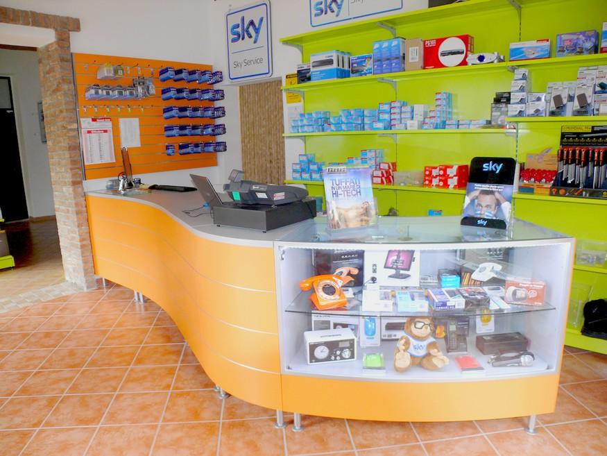 arredamenti negozi sky elettrodomestici scaffalatura gbc - Negozi Arredamento Ticino