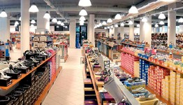 Arredo negozi pelletteria calzature arredamento mensoloni for Arredamento magazzino