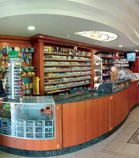 Listino prezzi alimentari abbigliamento ottica profumeria for Arredo tabaccheria