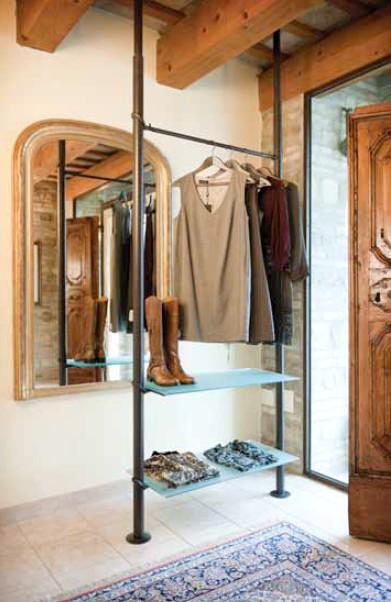 Scaffalatura arredo negozi abbigliamento appenderia e vetro for Arredi per negozi abbigliamento