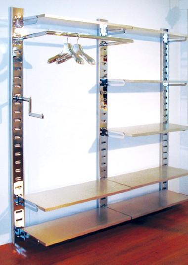 Arredamento per negozi in metallo cromato per appenderia for Negozio di metallo con appartamento