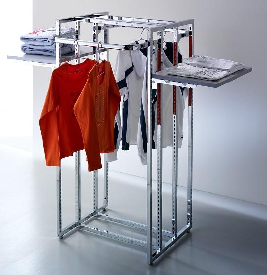 Arredamento negozi abbigliamento appenderia cromato regina for Piani di garage con lo spazio del negozio