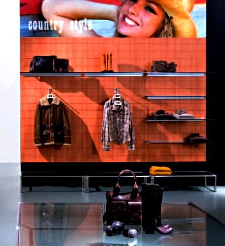 ... letto. arredamento negozio abbigliamento con pannelli a doghe sottili