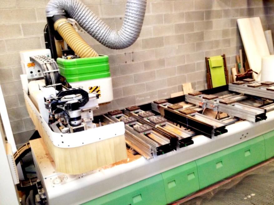 Laboratorio costruzione mobili e cucine legno su misura for Costruzione mobili