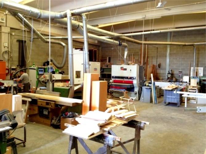 Laboratorio costruzione mobili e cucine legno su misura - Cucine veneto produzione ...