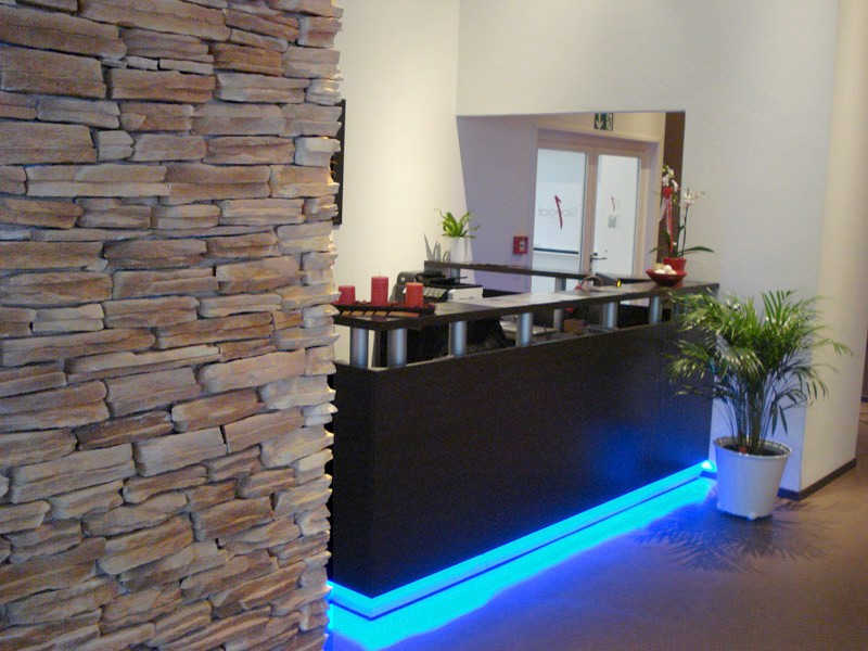 Banchi reception banconata centri benessere fitness banco for Arredamento centro estetico prezzi