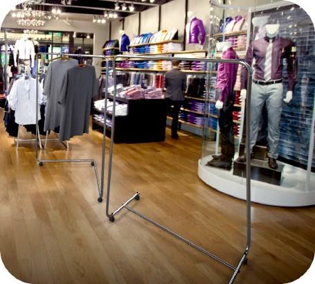 Stendini economici negozi abbigliamento lombardia for Negozi di arredamento economici